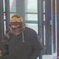 Le 5 février 2013 vers 14 h 45, un suspect entra seul dans une banque du bloc des 800 de la rue Bank, où il présenta un billet indiquant qu'il […]
